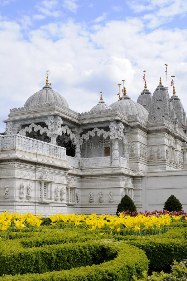 Gelbe Blumen des indischen Tempels von London Großbritannien lizenzfreie stockbilder
