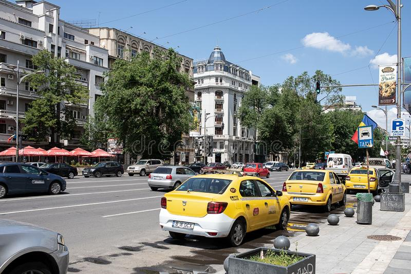Gelbe Fahrerhäuser in Bukarest lizenzfreies stockbild