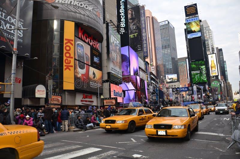 Gelbe Fahrerhäuser im Times Square lizenzfreies stockbild