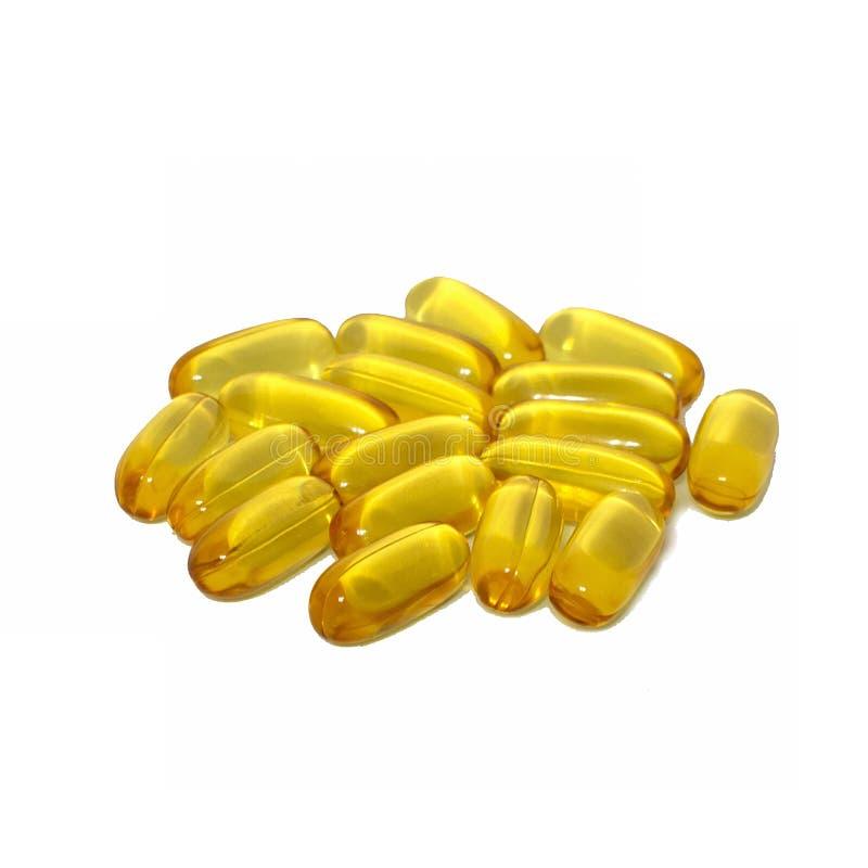 Gelbe Fischölkapseln lokalisiert auf weißem Hintergrund lizenzfreies stockbild