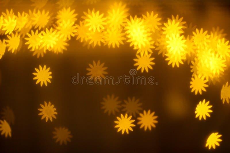 Gelbe glühende Lichter, gelbe glühende Blumen, Beleuchtung, Löwenzahn lizenzfreie stockfotos