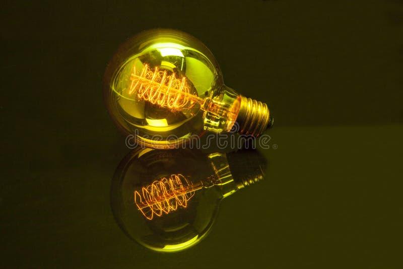 Gelbe Glühlampeenergie lizenzfreie stockfotografie