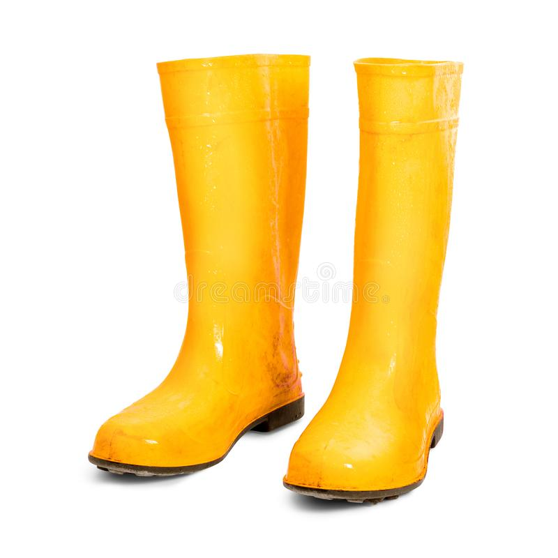 Gelbe Gummistiefel lokalisiert auf weißem Hintergrund Nass schmutzige Stiefel stockfotos