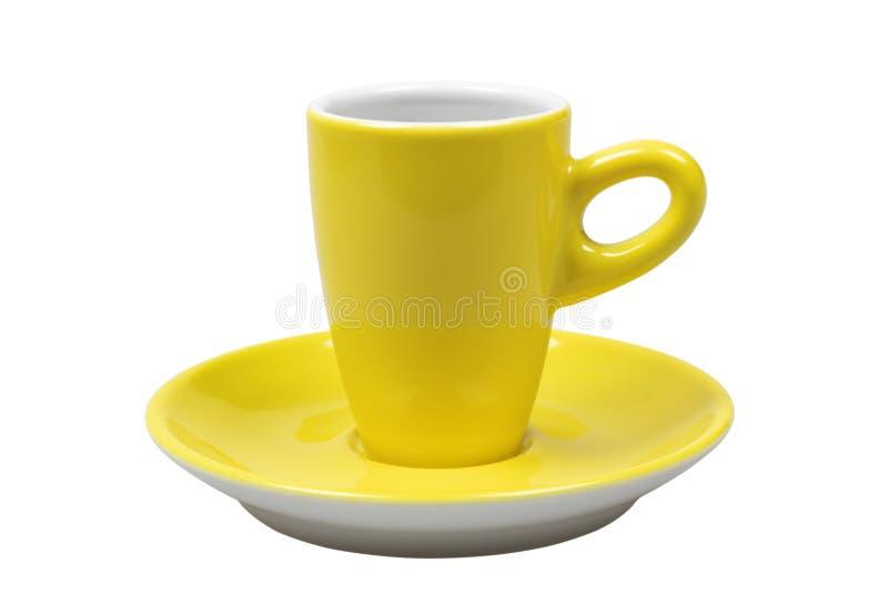 Gelbe Kaffeetasse lokalisiert auf weißem Hintergrund mit Beschneidungspfad lizenzfreie stockfotos