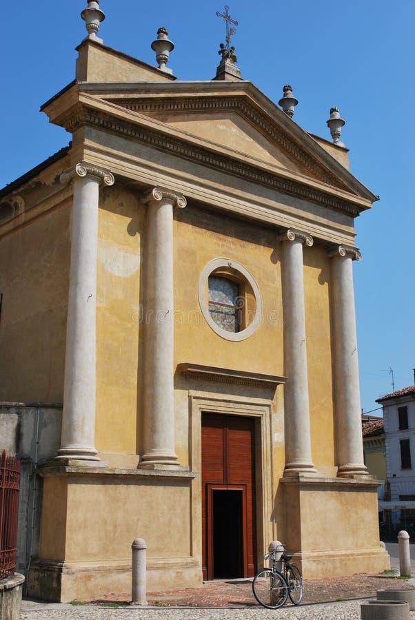 Gelbe Kirche lizenzfreies stockbild