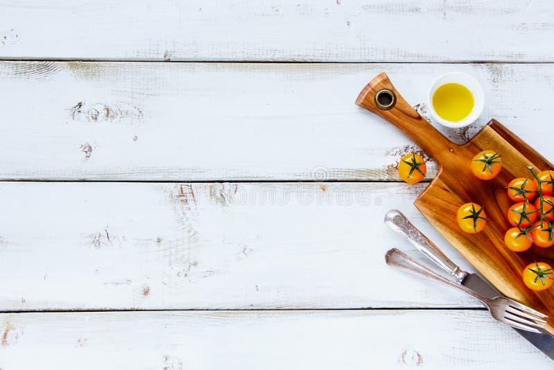 Gelbe Kirschtomaten stockbilder