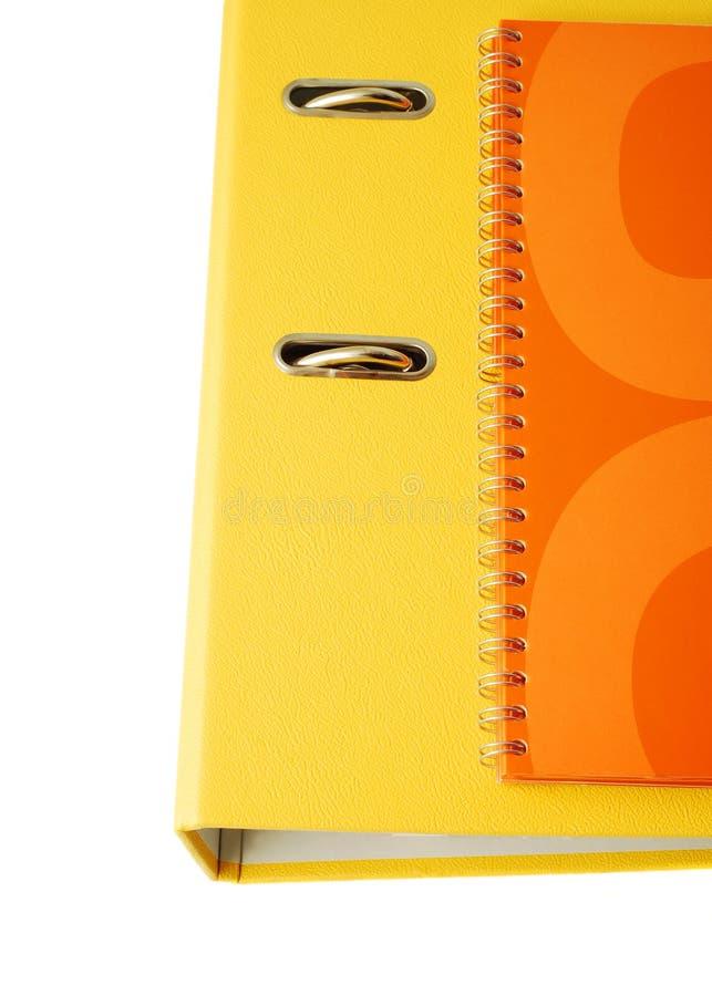 Gelbe Mappe und orange Tagesordnung lizenzfreies stockbild