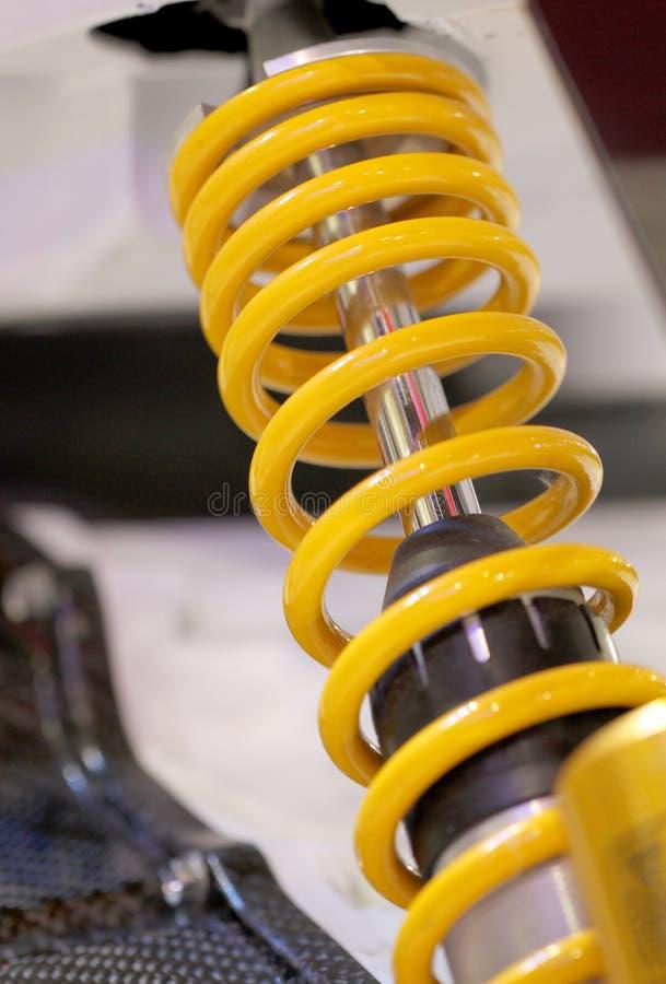 Gelbe Motorradstoßdämpfer. lizenzfreie stockfotos