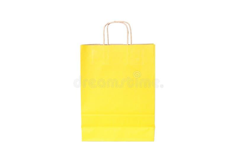 Gelbe Papiereinkaufstasche lokalisiert Beschneidungspfad eingeschlossen stockbild