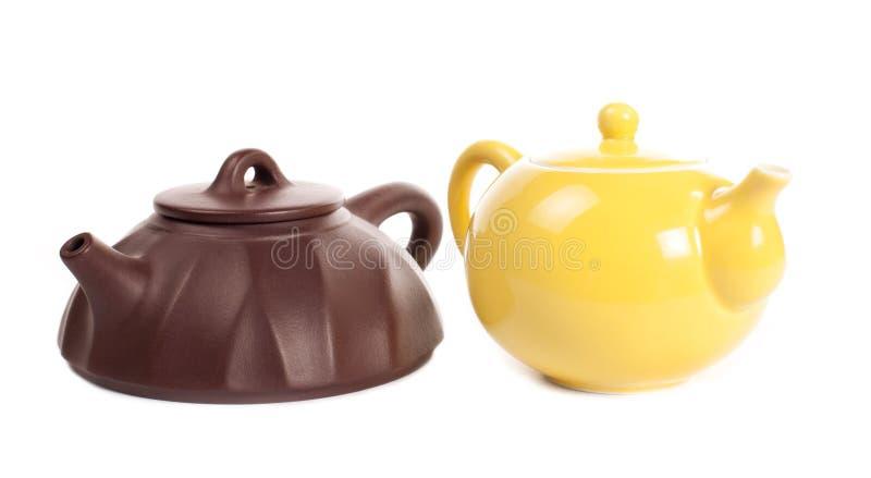 Gelbe Porzellanteekanne Und Yixing Lehmteekanne Lizenzfreie Stockfotografie