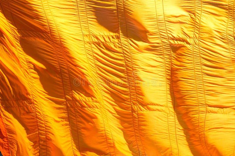 Gelbe Robe des Buddhisten in Thailand stockfotografie
