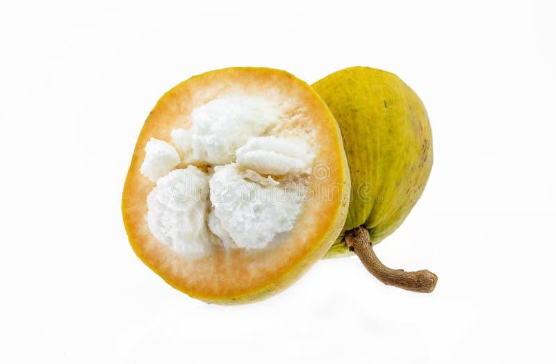 Gelbe santol Frucht lokalisiert auf Weiß stockbilder