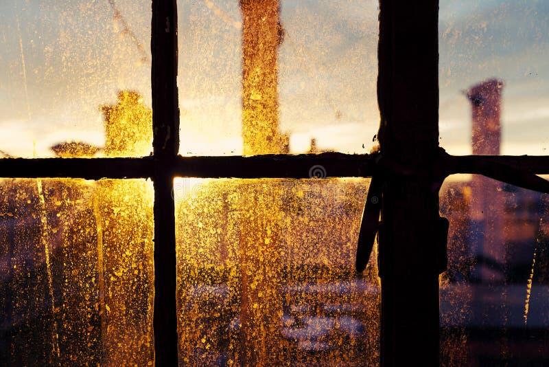 Beflecktes Fenster NachmittagSun hintere Beleuchtung stockfotografie