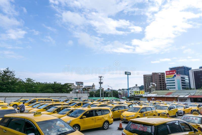 Gelbe taiwanesische Fahrerhäuser lizenzfreies stockfoto