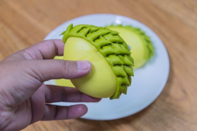 Gelbe und grüne Durianbrötchen lizenzfreies stockfoto