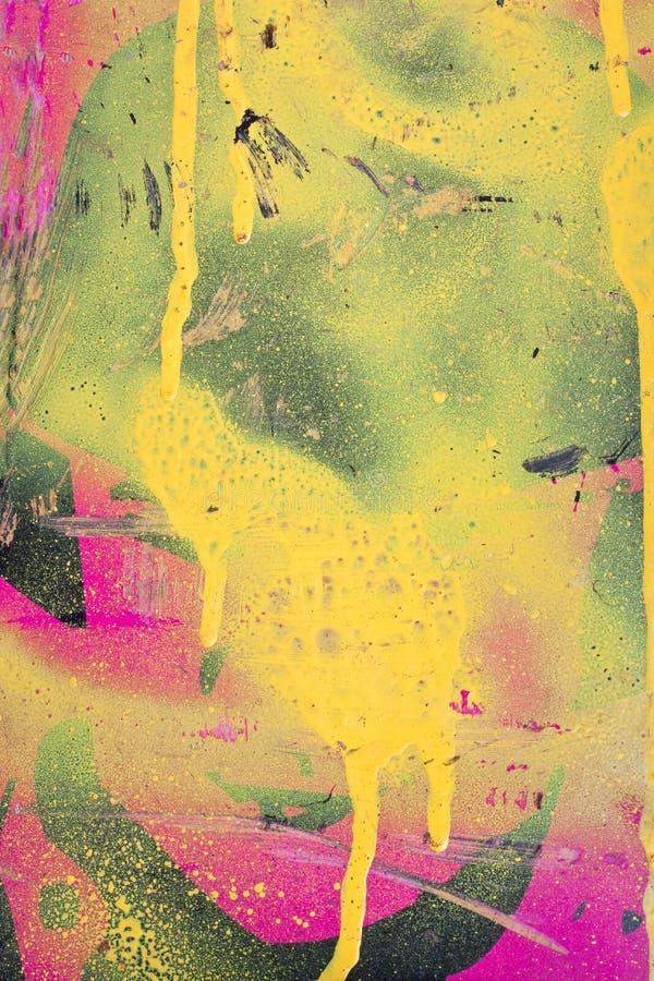 Gelbe und rosafarbene Graffiti lizenzfreie stockfotografie