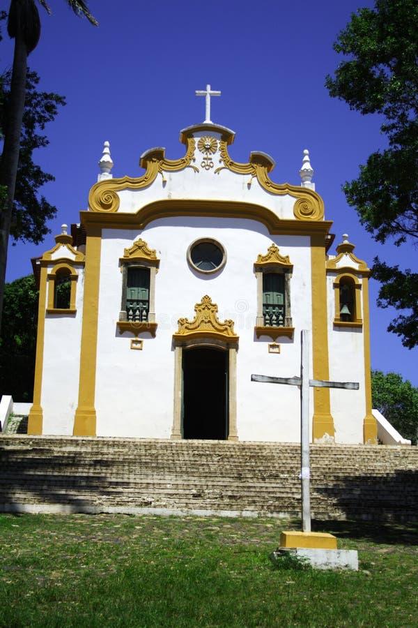 Gelbe und weiße Kirche stockbild