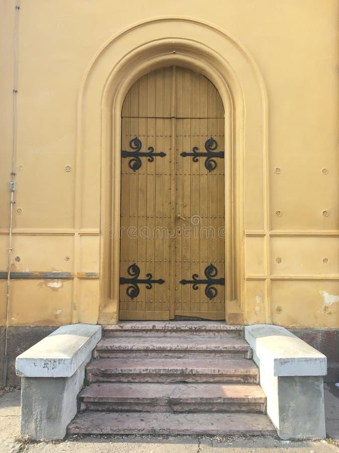 Gelbe Wand und Tür stockfotografie