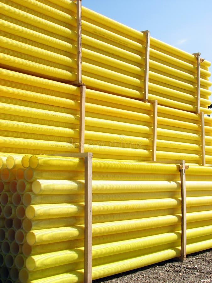 Gelbe Wasserrohre stockfotos