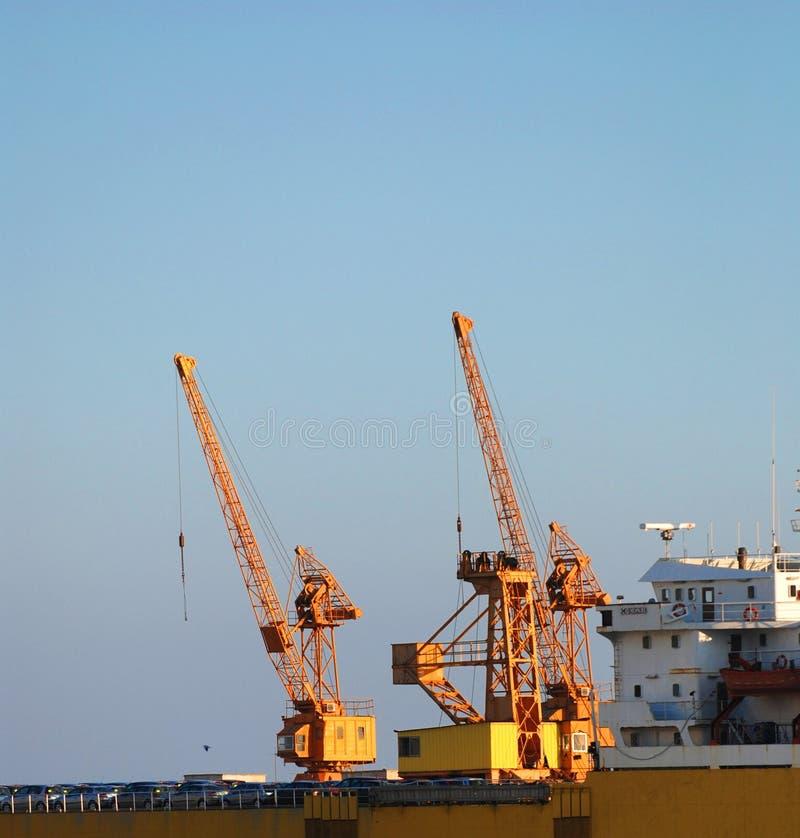 Gelbe Werftkräne   lizenzfreies stockfoto