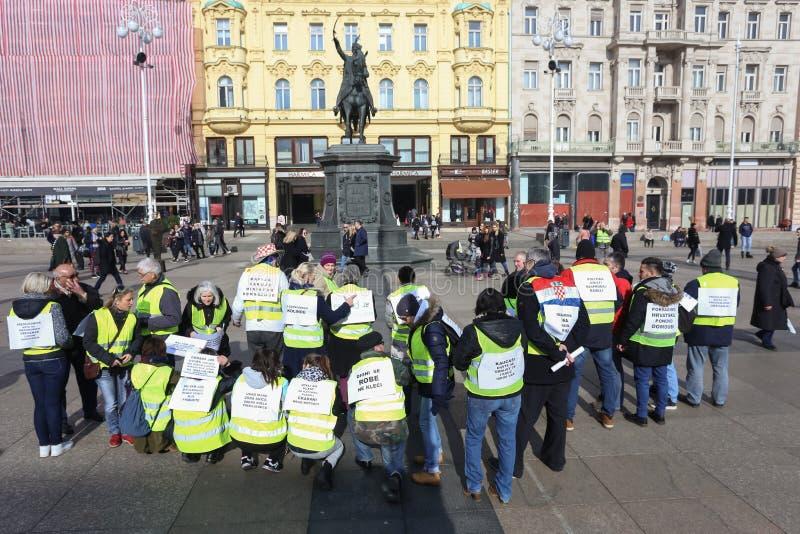 Gelbe Westendemonstranten in Zagreb lizenzfreie stockfotografie