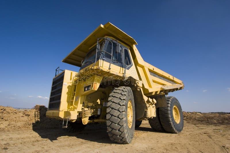 Gelber Bergbau-LKW lizenzfreies stockbild