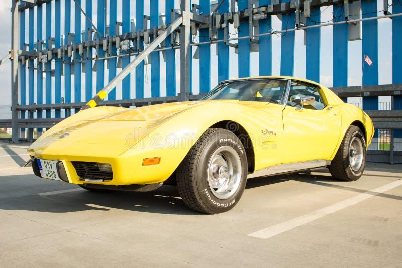 Gelber Chevrolet Corvette Stechrochen stockbilder
