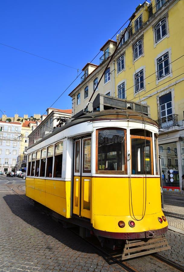 Gelber Förderwagen, Lissabon lizenzfreie stockfotografie