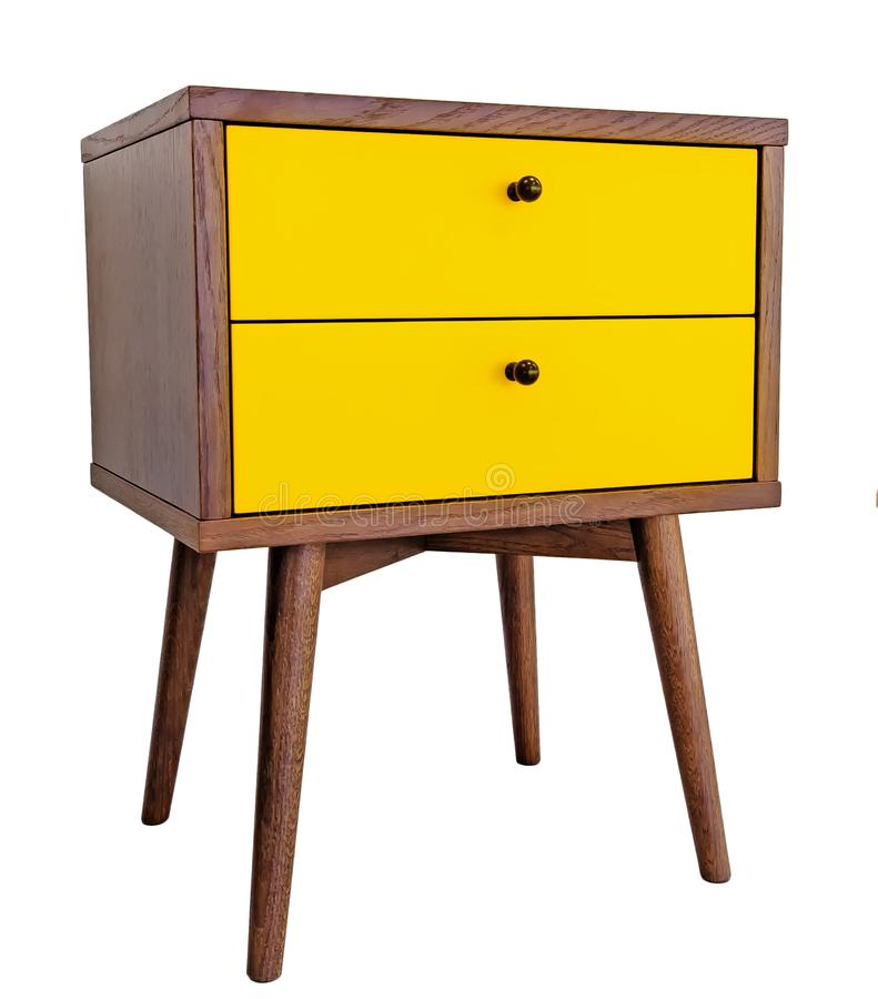 Gelber hölzerner Nachttisch Modernes Designer nightstand lokalisiert auf Seitenansicht des weißen Hintergrundes Kabinett mit zwei lizenzfreies stockfoto