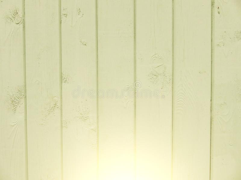 Gelber Hintergrund des Holzes und der Schalenfarbe Hintergrundgelb stockfotografie