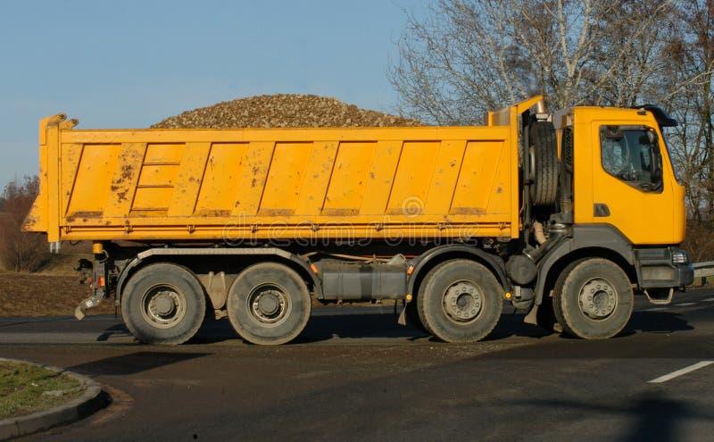 Gelber Lastwagen lizenzfreie stockfotos