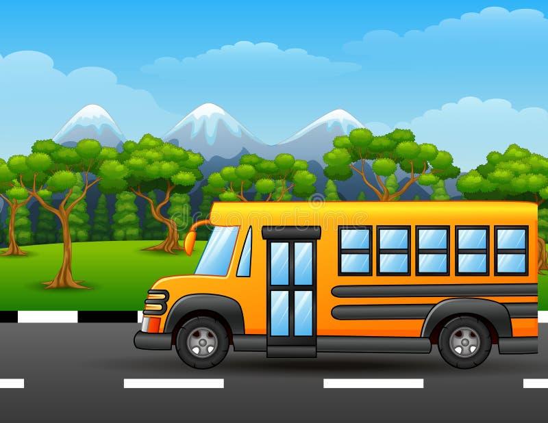 Gelber Schulbus auf Straße mit Bergen und Bäumen vektor abbildung