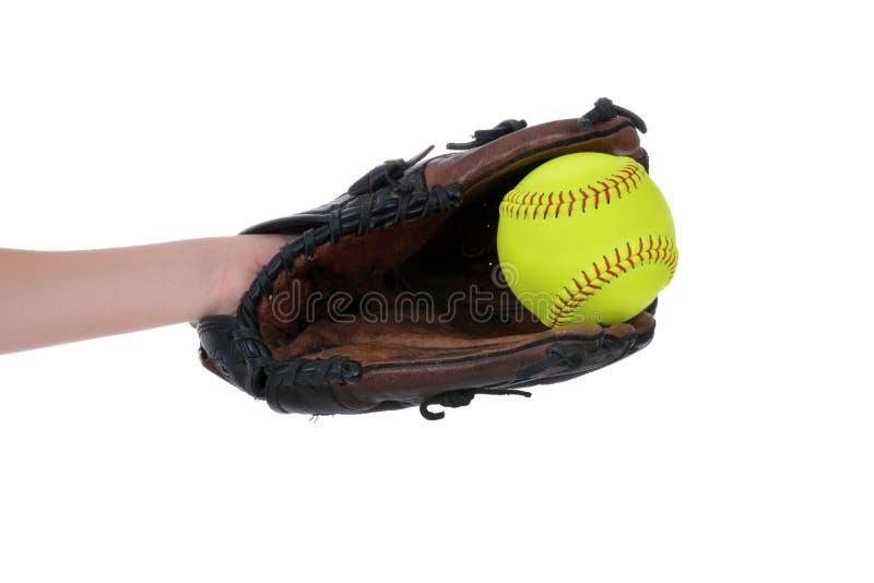 Gelber Softball der Mädchen im Handschuh stockbild