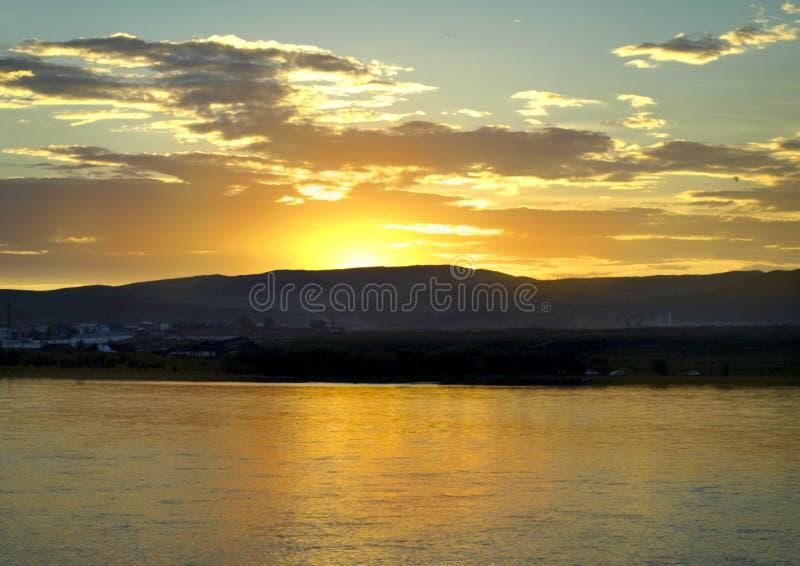 Gelber Sonnenuntergang lizenzfreie stockfotos