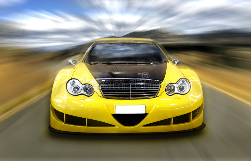 Gelber Sportwagen lizenzfreie stockfotografie