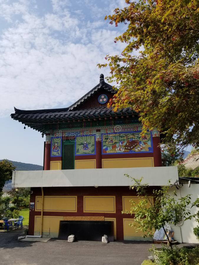Gelber Tempel Südkorea lizenzfreies stockfoto