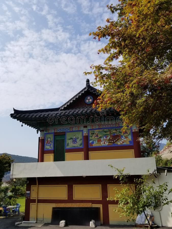 Gelber Tempel Südkorea stockbilder