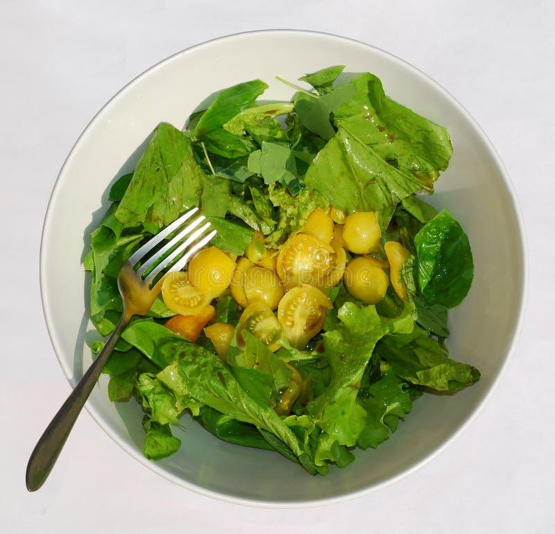 Gelber Tomate-Salat mit Gabel lizenzfreies stockbild