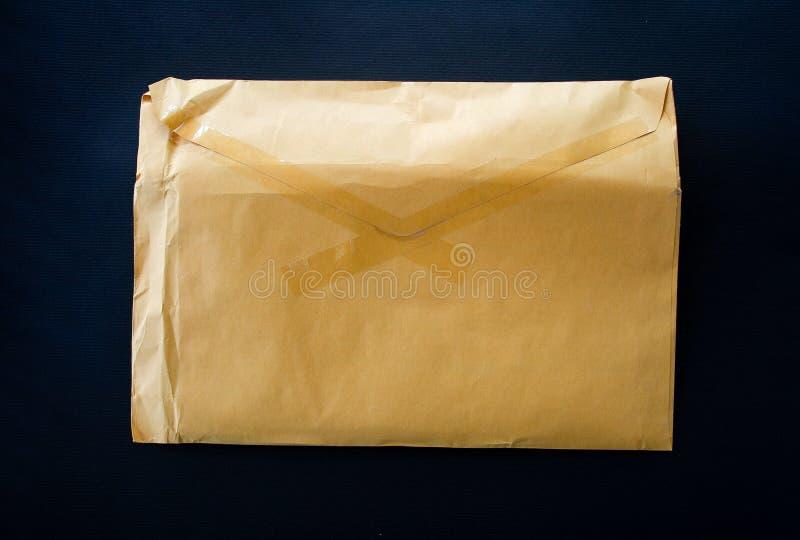 Gelber Umschlag lizenzfreies stockbild