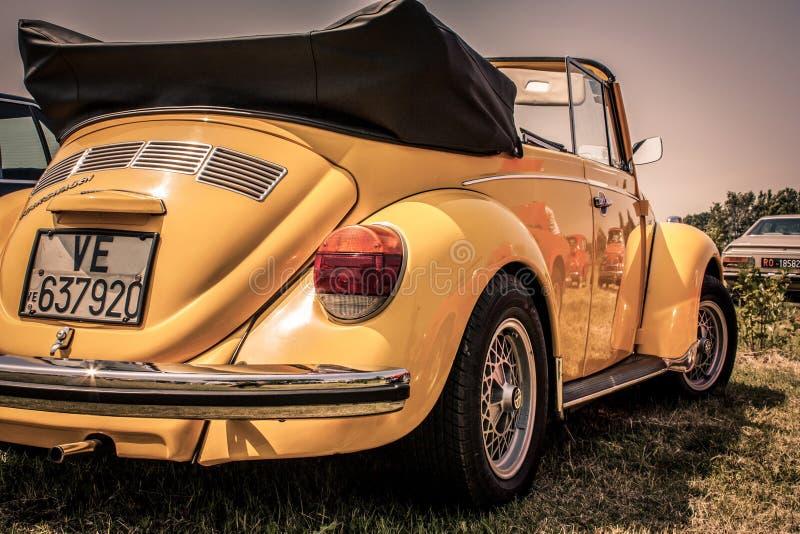 Gelber Volkswagen-Käfer stockfoto