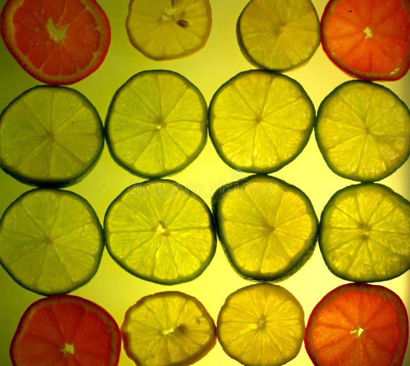 Gelber Zitrusfruchthintergrund stockbild