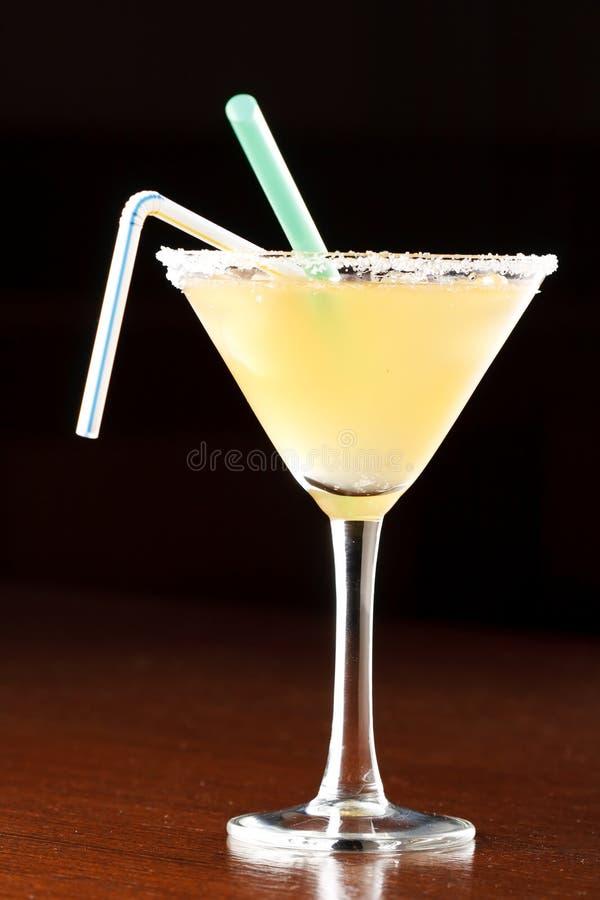 Gelbes alkoholisches Cocktail stockfoto