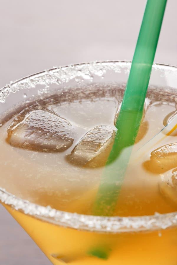 Gelbes alkoholisches Cocktail stockfotos