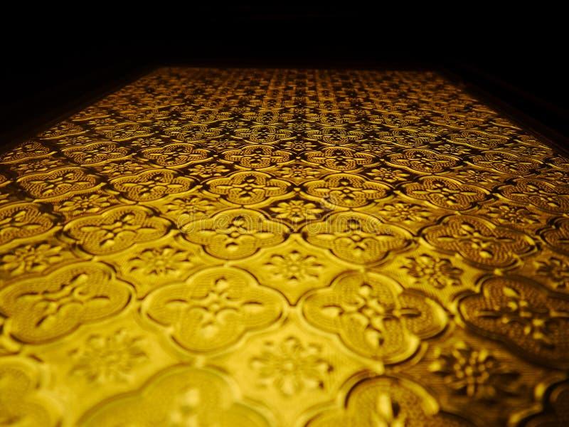 Gelbes antikes Glas in den thailändischen Häusern stockbild