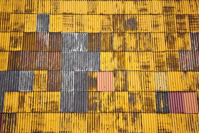Gelbes Dach. lizenzfreie stockbilder