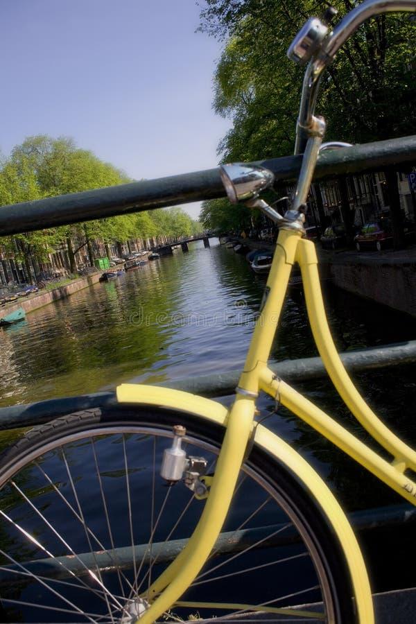 Download Gelbes Fahrrad stockfoto. Bild von holland, land, übung - 871568