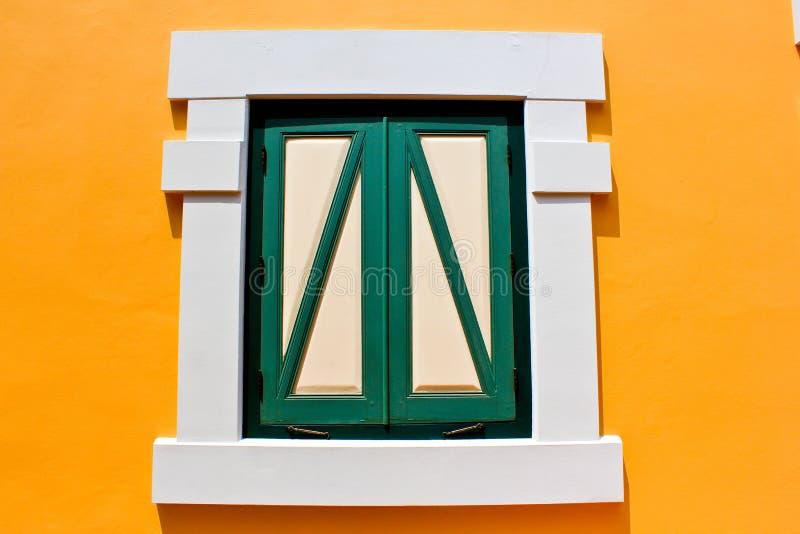 Gelbes Fenster lizenzfreie stockfotos