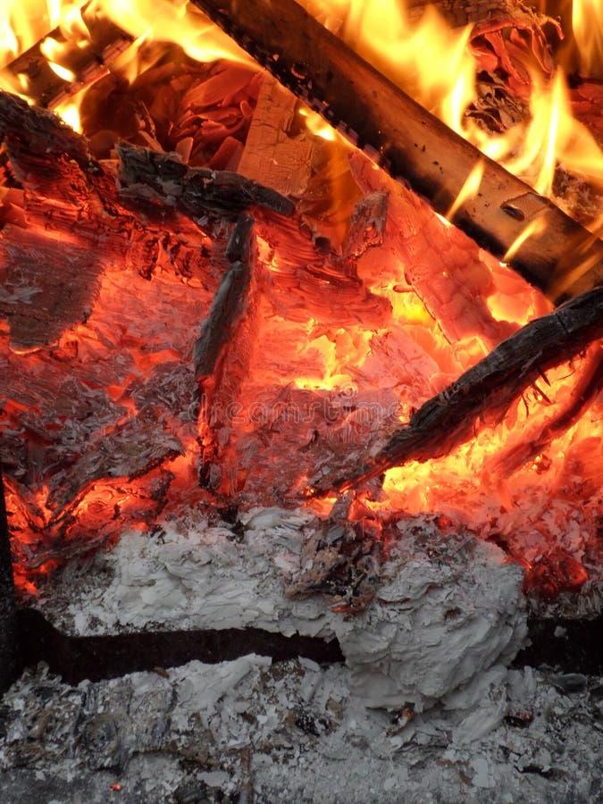 Gelbes Flammen AlloverSmouldering glühend lizenzfreies stockfoto