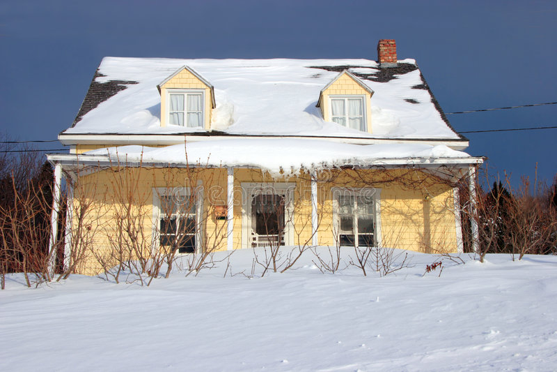 Gelbes Landhaus stockfotos