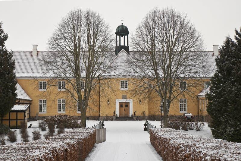 Gelbes Landsitz-Haus lizenzfreies stockbild